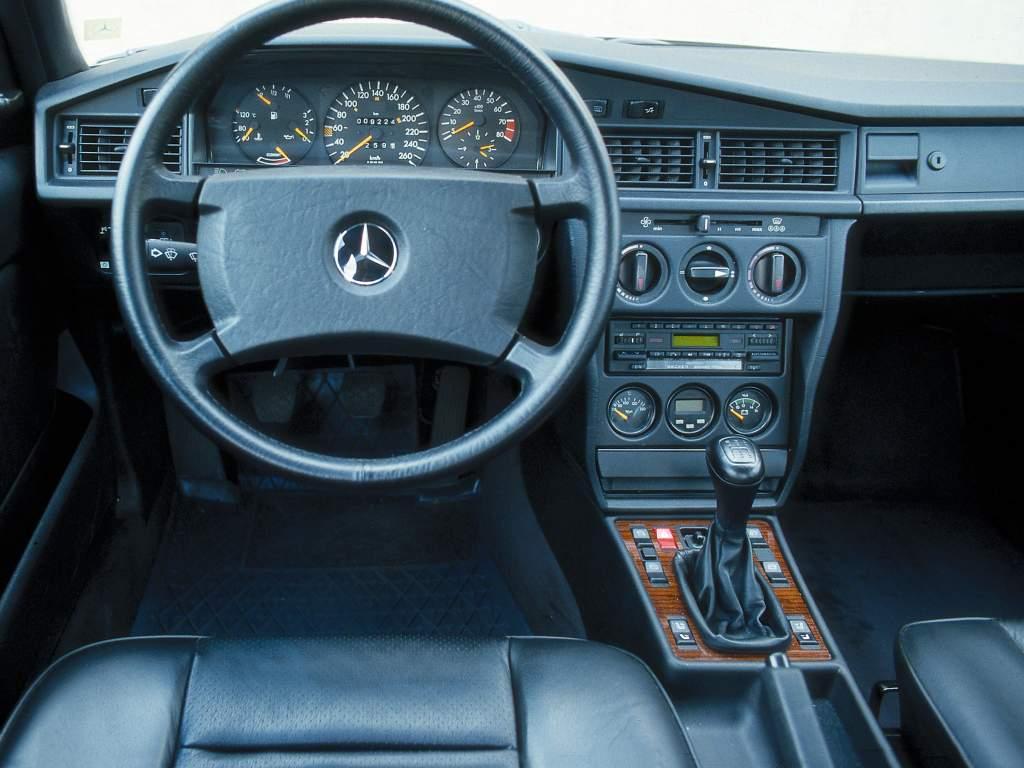 Mercedes 190e 2 3 16 Kokpit Interior 011 Sekiz Silindir